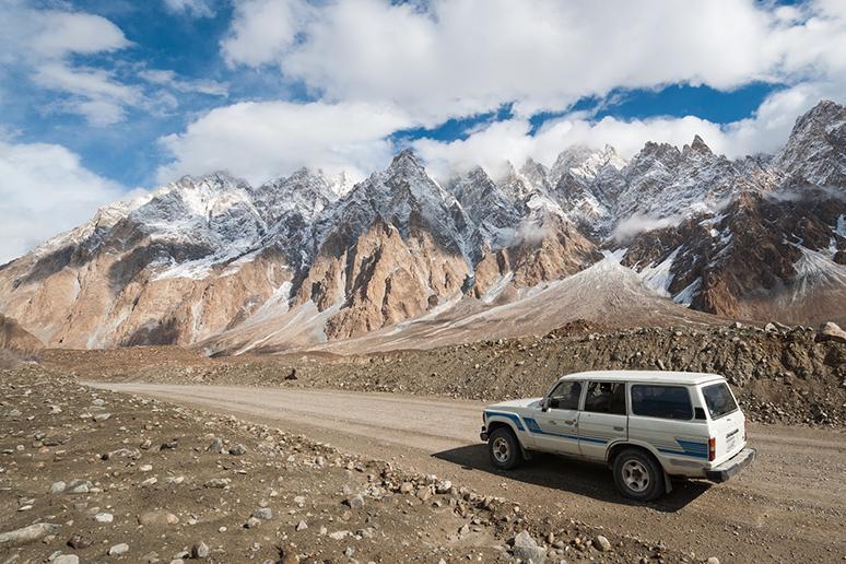 新車はなんと100%!世界一の日本車比率を誇る国、パキスタン