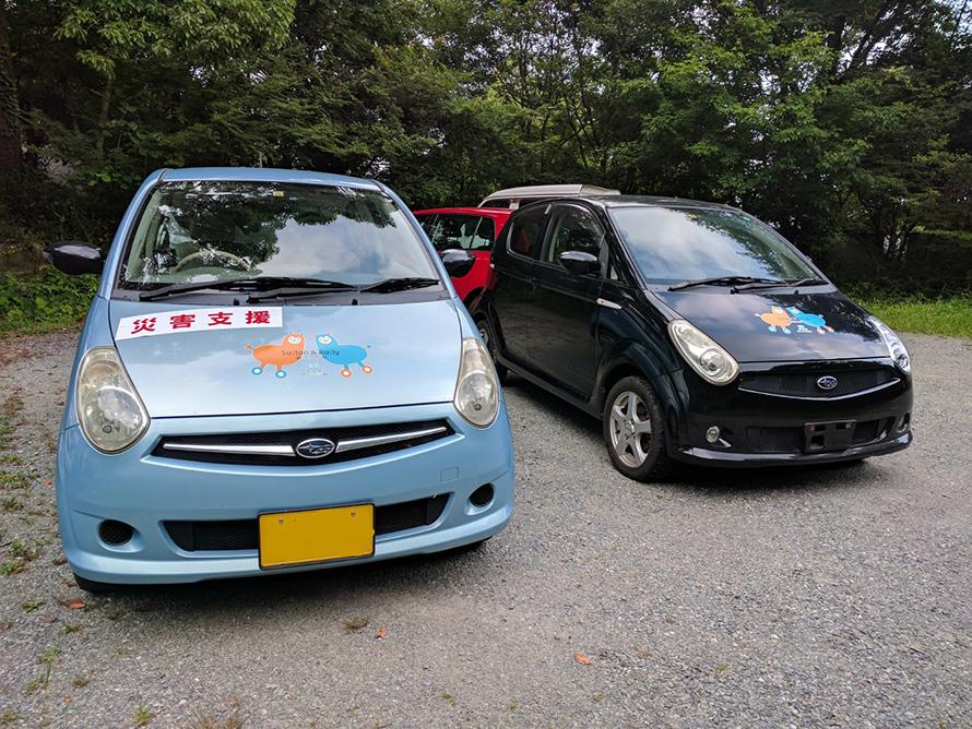 現地に同じR2がもう1台あったので記念撮影。石渡さんにR2を引き渡すとき、車体に触れながら、思わず「しっかり働けよ」と話しかけていた