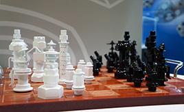 ボルト・ナットの「杉浦製作所」の展示に「チェス」!? 【東京モーターショー2017】