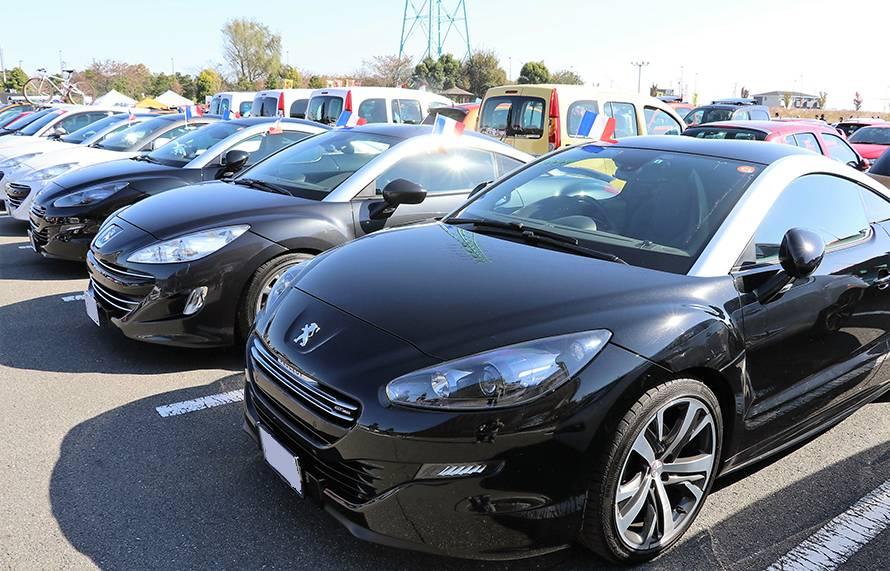 近年のフランス車の中でも名車のひとつに数えられるだろう、プジョーRCZも数多く集った