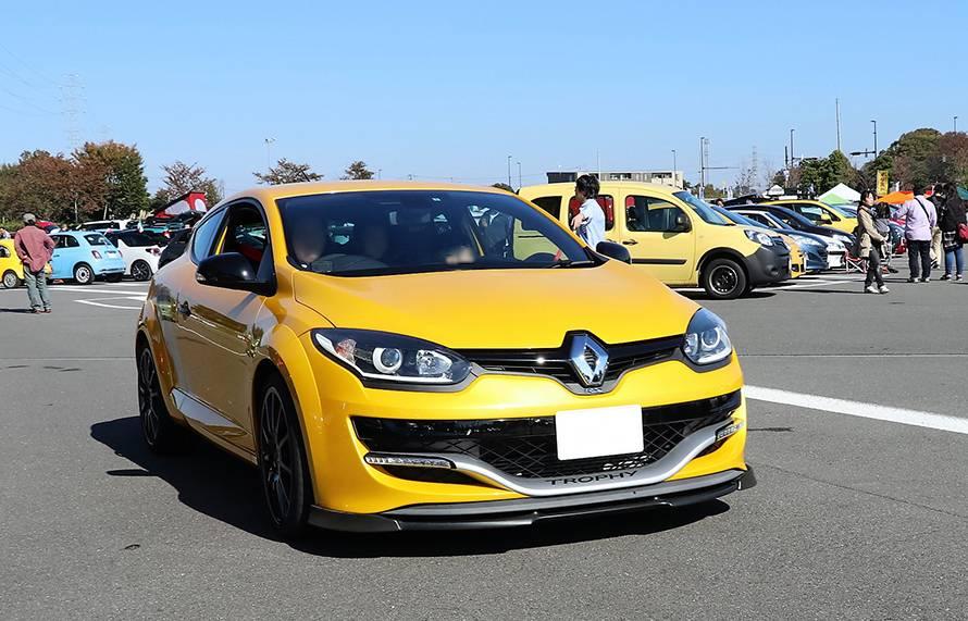 高い性能に加え、輸入車の中でリーズナブルな価格も人気のルノーメガーヌR.S.。まもなく次期モデルが登場する