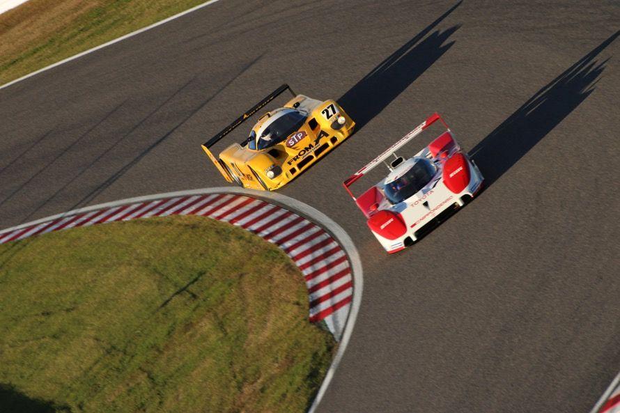 10周で行われたデモレースでは、トヨタTS010と日産R90CKが当時のレースのような激しいバトルを見せる一幕も