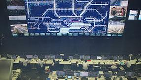 幅17mの迫力大画面で見守る! NEXCO東日本の道路管制センターに行ってきた