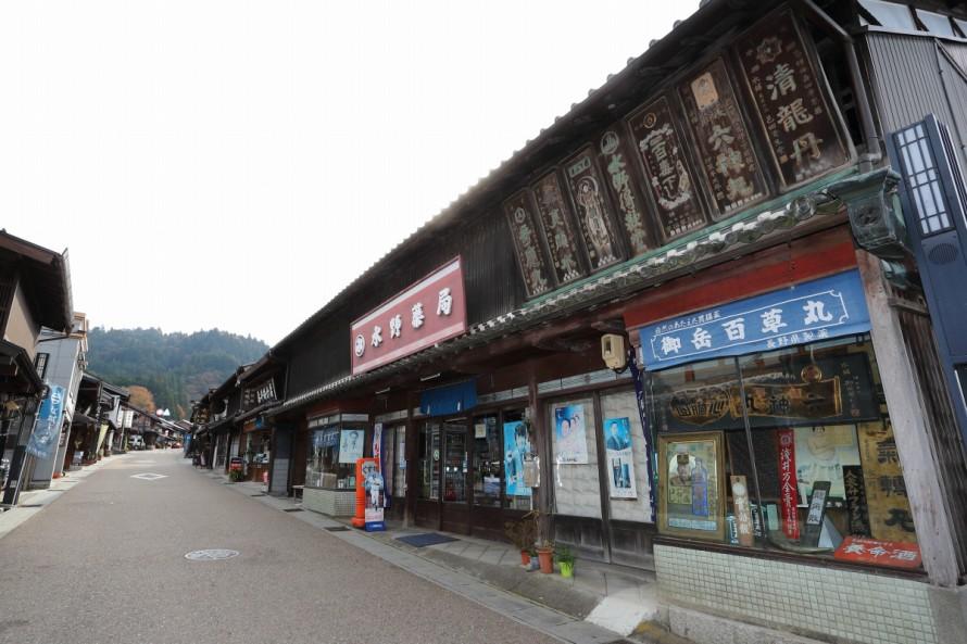 昔ながらの風情をそのまま今に伝える岩村本通りは国の重要伝統的建造物群保存地区