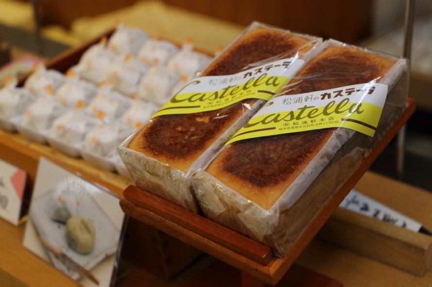 日本に伝来した当時の製法で今も手作りされている寛政8年創業、松浦軒本店の「カステーラ」