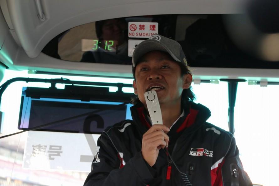 現在SUPER GT「チームルマン」の監督でもあり、86/BRZレースに出場するレーシングドライバーでもある脇阪寿一さん。