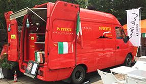 【移動販売車な人たち】フェラーリレッドの本格ピッツェリア「ベスビアーナ」