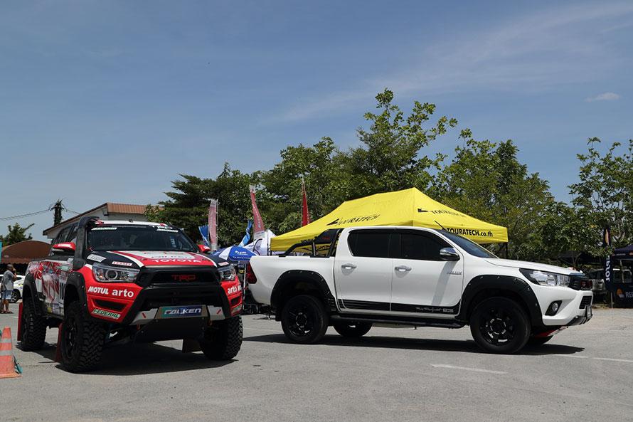 地元のTRDチームが今年のアジアクロスカントリーラリー参戦のため選択したのは2列シートのダブルキャブ。右はTRDパーツを装着したコンプリートカー「TRD Sportivo」