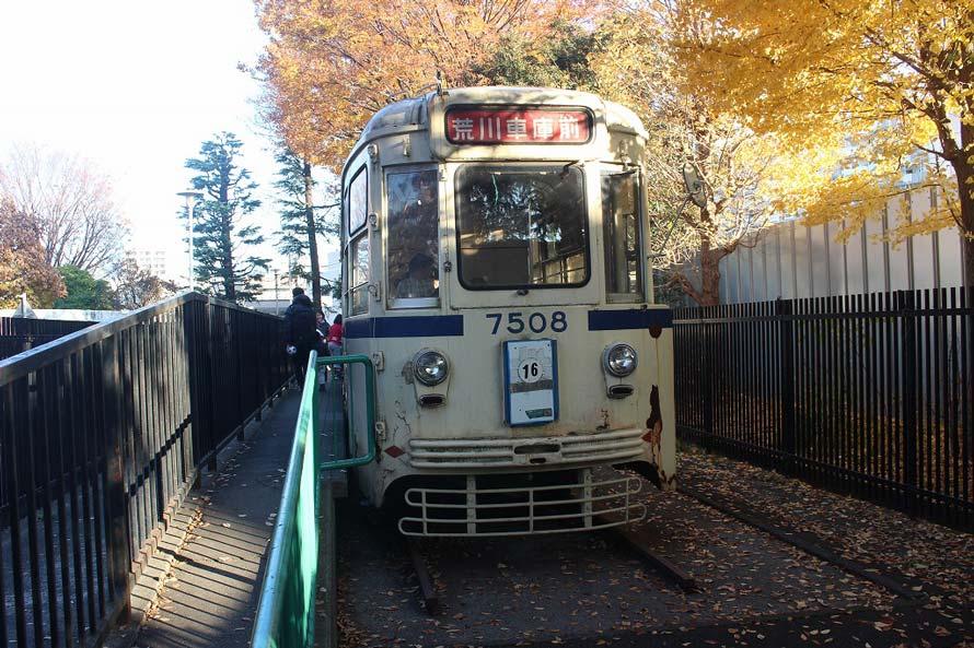 都電や、「いすゞ・BU04」と思われる都バス車両の展示もあり、中にも入れるようになっていた