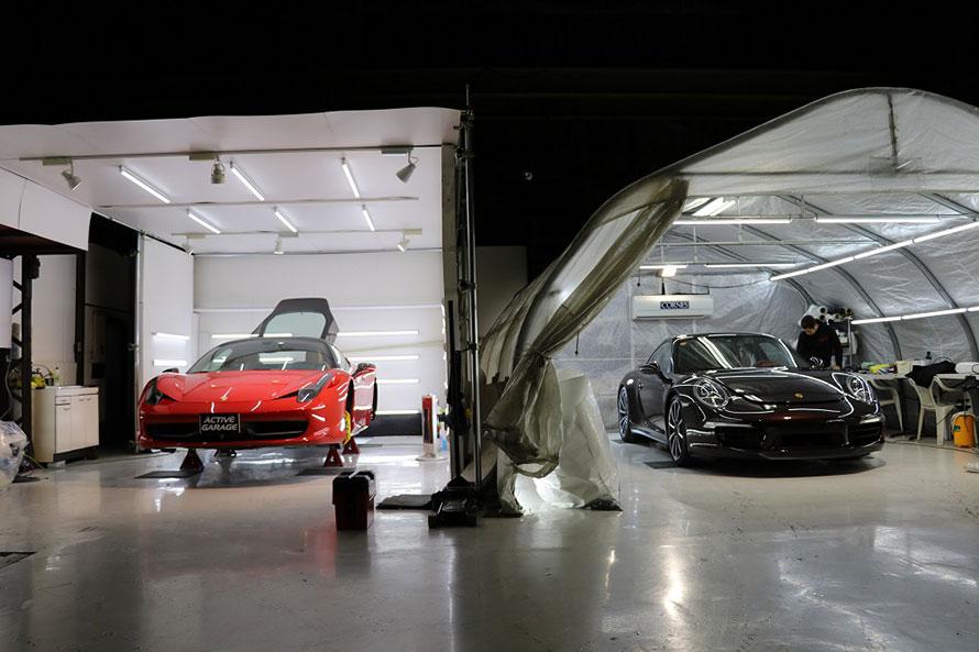 取材したときにはフェラーリとポルシェが施工途中だった