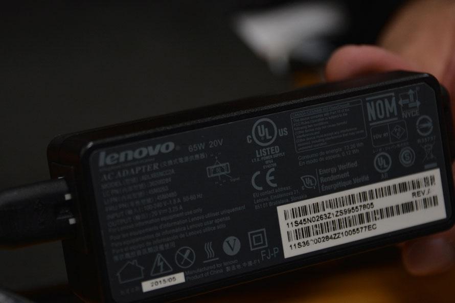 パソコンの電源についている箱(変圧器)の裏には「UL」のマークを見ることができる