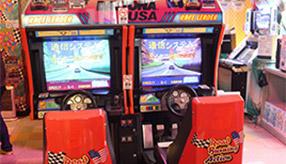 現役稼働の「デイトナUSA」と「アウトラン」を伝説のゲームセンター「ミカド」で発見!