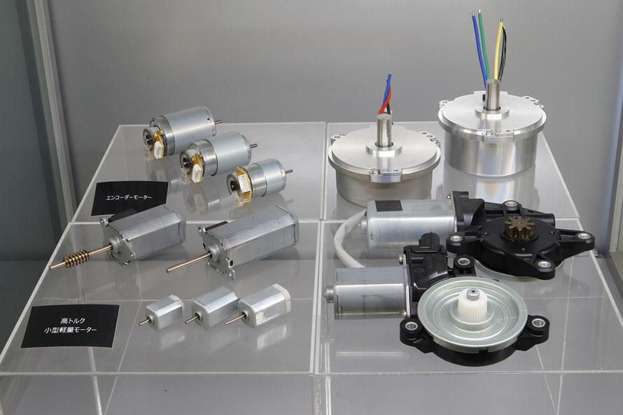 世界中に生産拠点を持つマブチモーターの現行製品の数々。まさに指先サイズから手のひらサイズまでに特化した小型直流モーターの世界No.1ブランドだ
