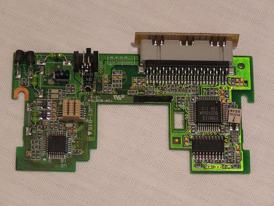 エンジニアリングプラスチックで作られた基盤のサンプル 画像提供:DMS