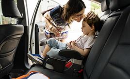 子どもをクルマに乗せるとき、忘れずに使いたい「チャイルドロック」とは?