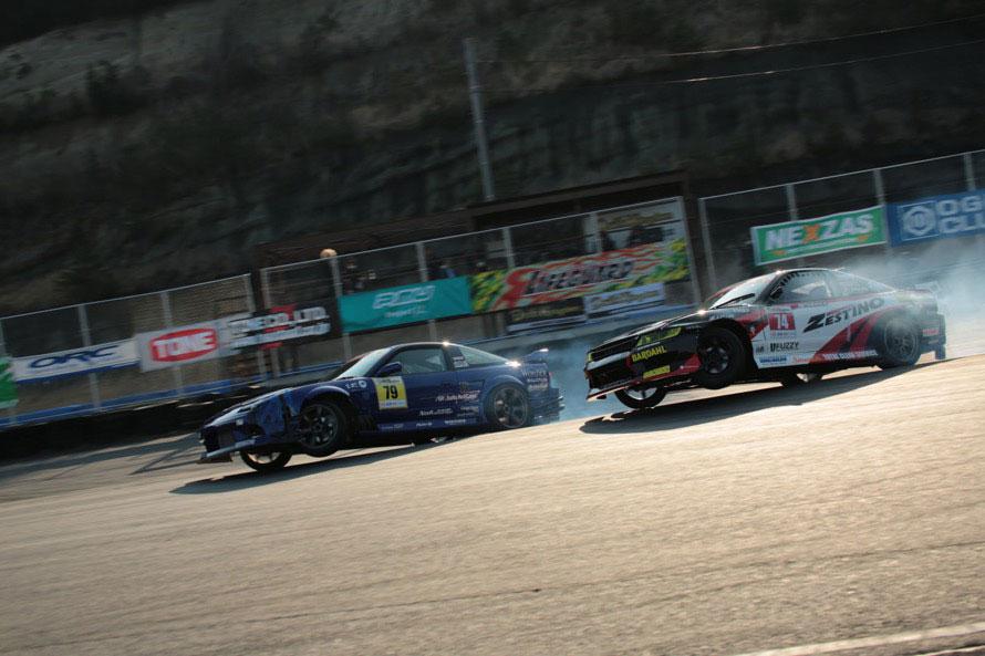 土屋圭市さんが絶賛したベスト8、前田選手 vs 中村選手。2台ともコース外にタイヤを落としても安定したドリフトで会場を沸かせた