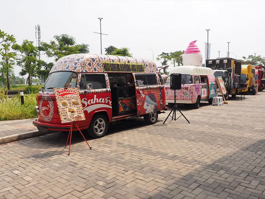 ご当地の買い食いを楽しめるのも海外モーターショーの魅力のひとつ。ジャカルタ「ガイキンド・インドネシア国際オートショー(GIIAS)にて