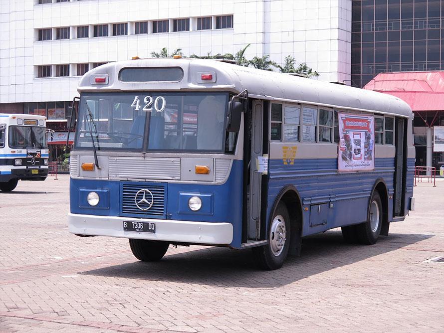 1971年から導入が始まったメルセデス・ベンツOF-1113型フロントエンジンバス