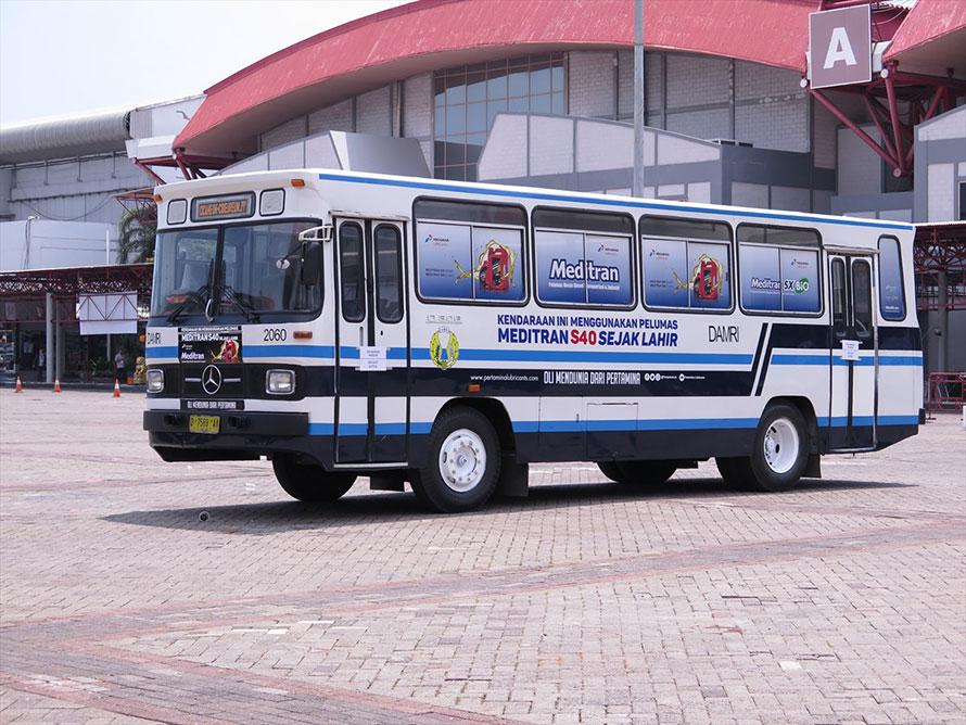 1980年にジャカルタから導入が始まったメルセデス・ベンツO306型フロントエンジンバス。インドネシア向けの最後のフロントエンジンモデル