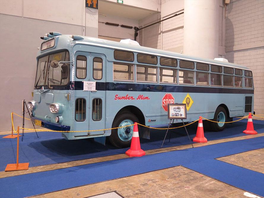 なんと三菱ふそうMR470。1963年に完成車状態で輸入された。最初のオーナーは国軍で現在は私企業の所有