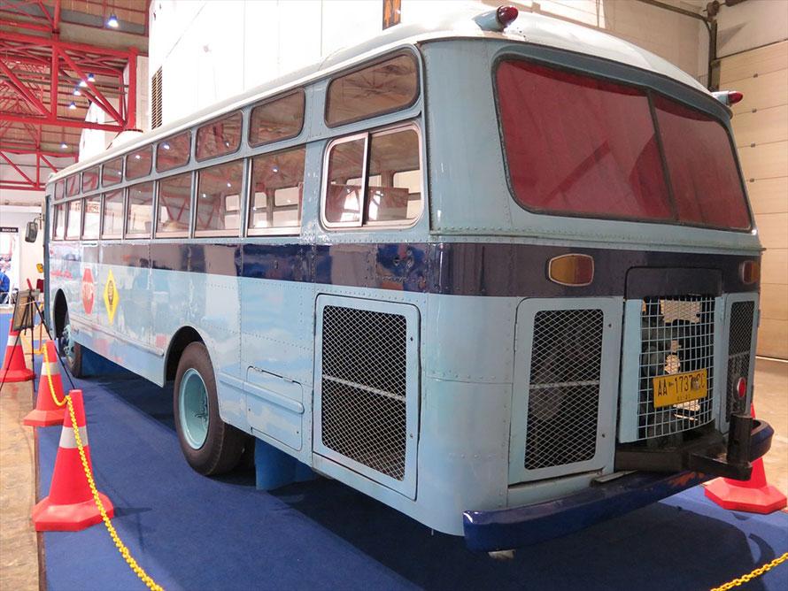 このバス、なんとまだ現役なのだそう! インドネシアのバス文化は深い