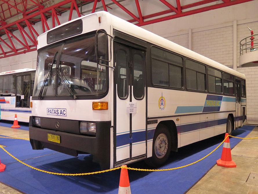 メルセデス・ベンツOH408 VOLGREN。前期はオーストラリアのコーチビルダーVOLGREN製、後期はインドネシア製。ちなみに近年日本に導入されているスカニア製連節バスのボディを架装しているのは、このVOLGRENだ