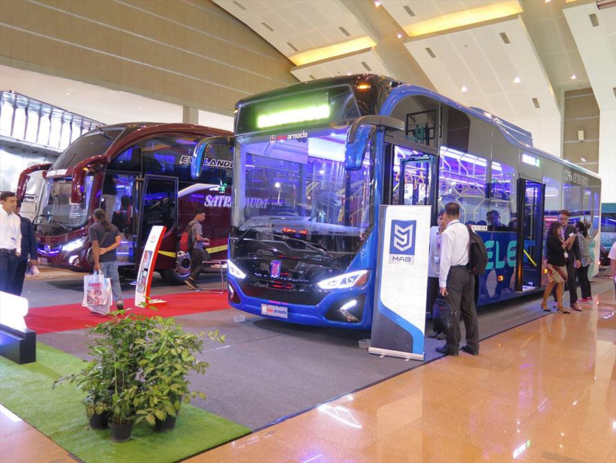 ローカルのMAG社のコンポーネントに老舗カロセリのNew Armadaが架装した電気バス。スカルノハッタ空港で1台が実証実験中とのこと