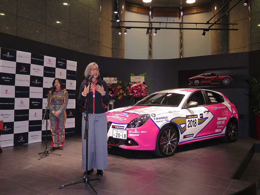 「男は強く、女はかわいくの時代は終わりましたが、日本ではまだまだジェンダーギャップが大きい。圭さんも女性ももっともっと応援したい」と語るのは、アルファロメオ車の輸入販売元であるFCAジャパン マーケティング本部長のティツィアナ・アランプレセさん