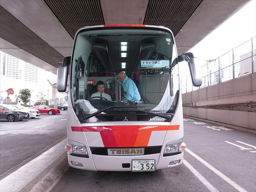 首都高走行は、三菱ふそう・エアロクイーンに乗って行われた