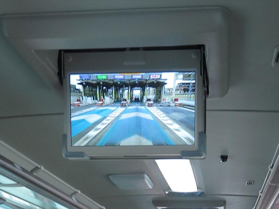 どの車線を通ってどのETCレーンへ進入するかを早めに決めて、迅速に車線変更するおくことが大切