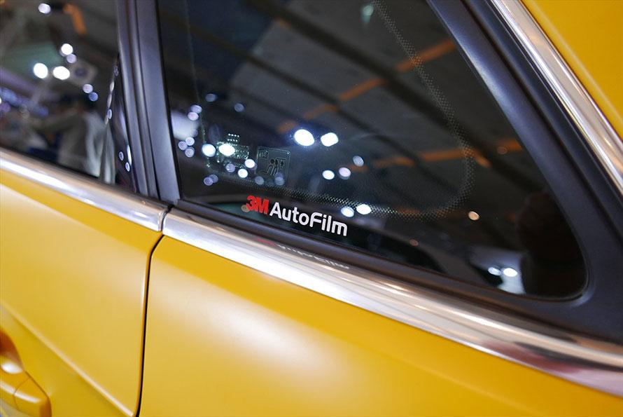 アウディA3スポーツバックに装着された3M社のステッカー