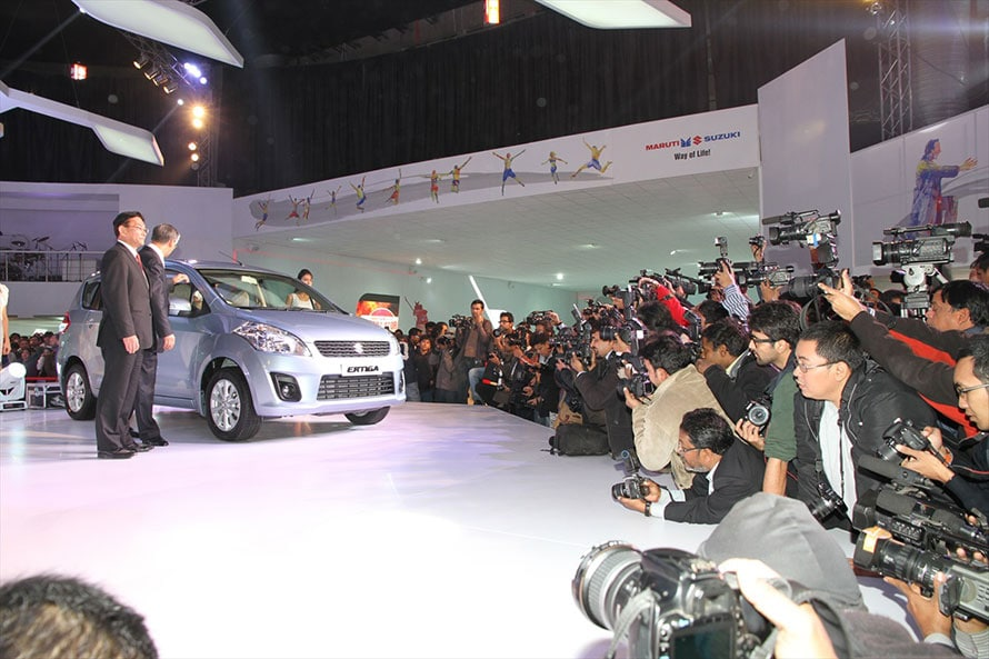 2012年2月のデリーショーで量産型エルティガが発表されたときの熱狂。インドでのスズキへの期待の高さが表れている