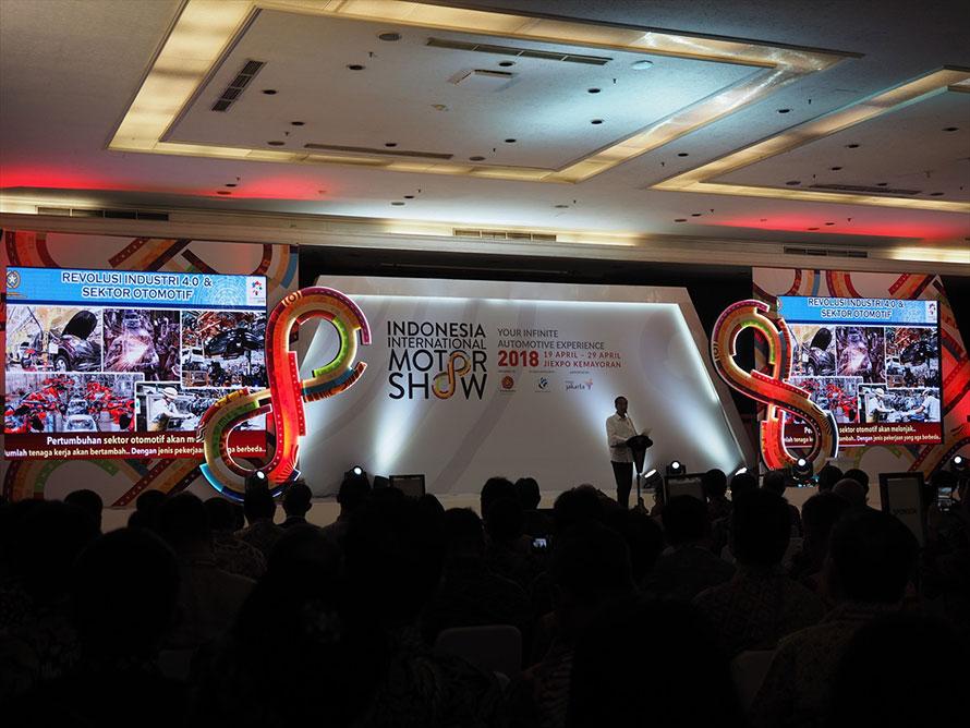 開会式会場での大統領スピーチ