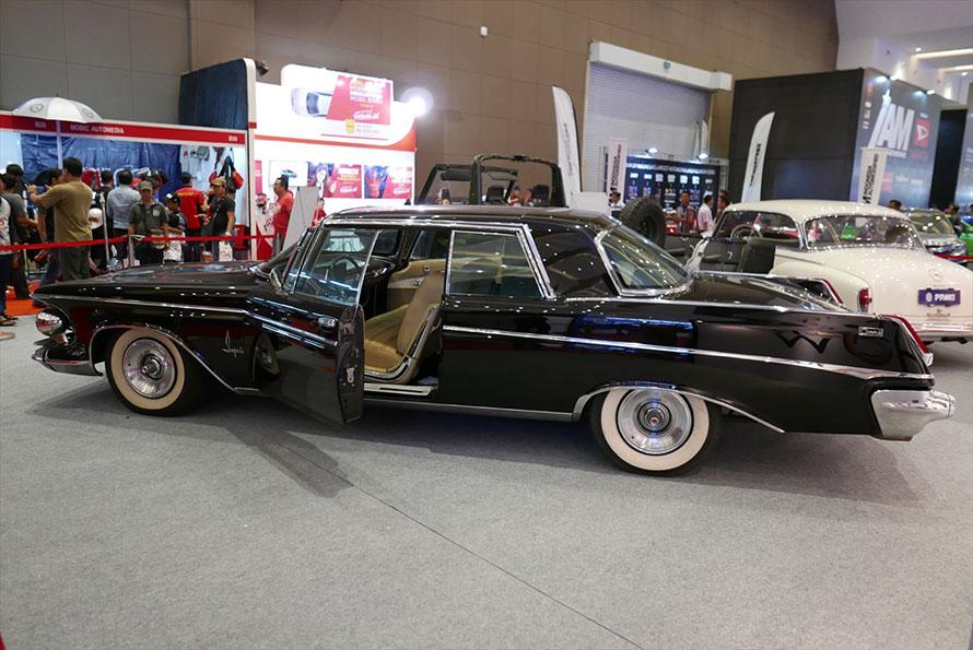 屋内にもスカルノ大統領専用車が展示されていた。これもキャディラックだ