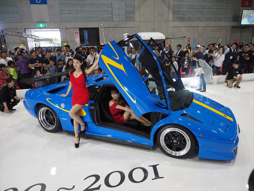 1台ずつエグゾーストノートが聴けるということもあり、スーパーカーのまわりは常に人だかりができていた