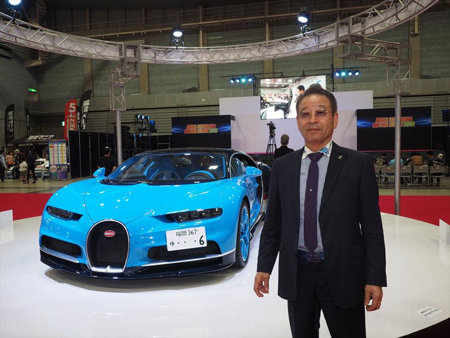 イベントの主催者、新地会長と日本一号車のブガッティ・シロン。この日に間に合わせるために本国となんども交渉したという