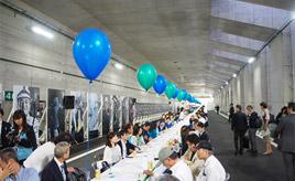 200mロングテーブルで乾杯リレー! 外環開通記念イベント「東京カンパイ自動車道」