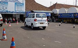 インドネシアで運転免許を取ってみた ~免許センター編~