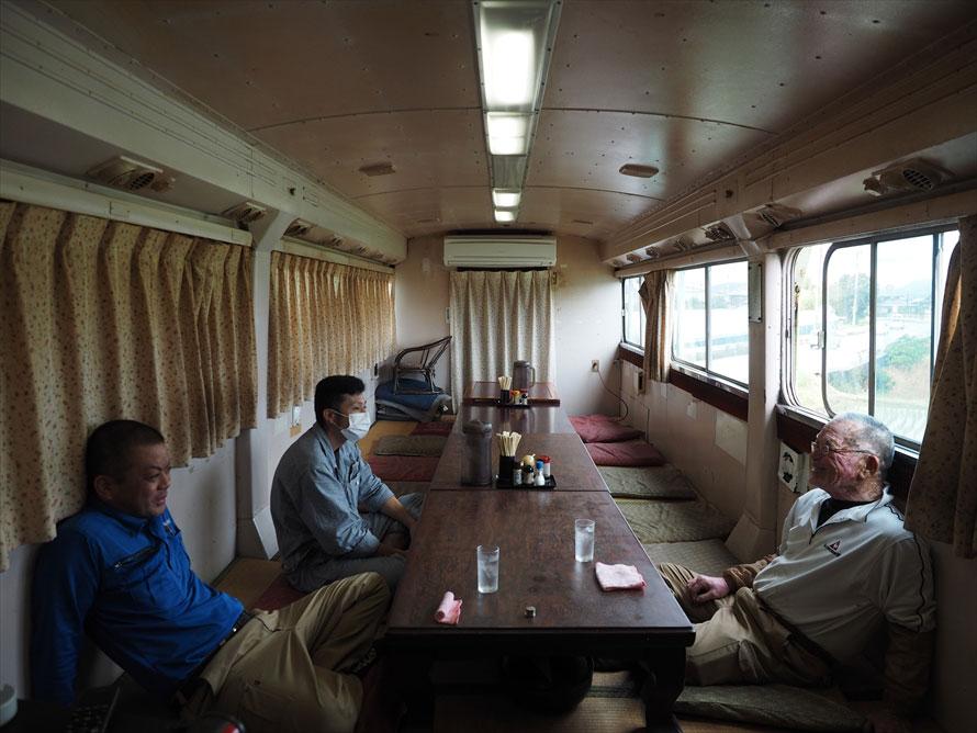 もう1台のバスは宴会用のお座敷に