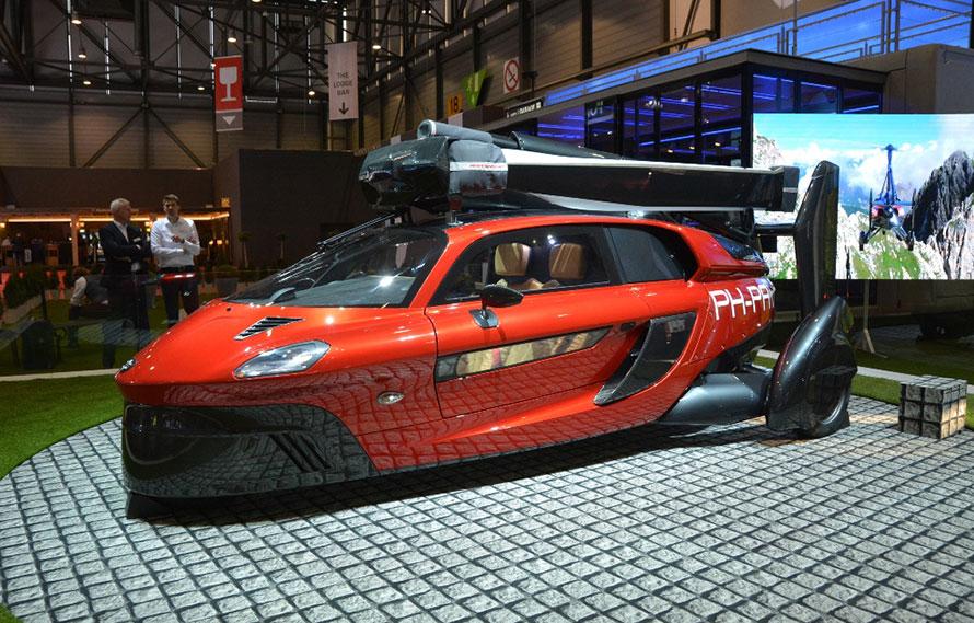 ▲ジュネーブ・モーターショーに出品された空飛ぶ自動車の量産モデル「PAL-V Liberty」。
