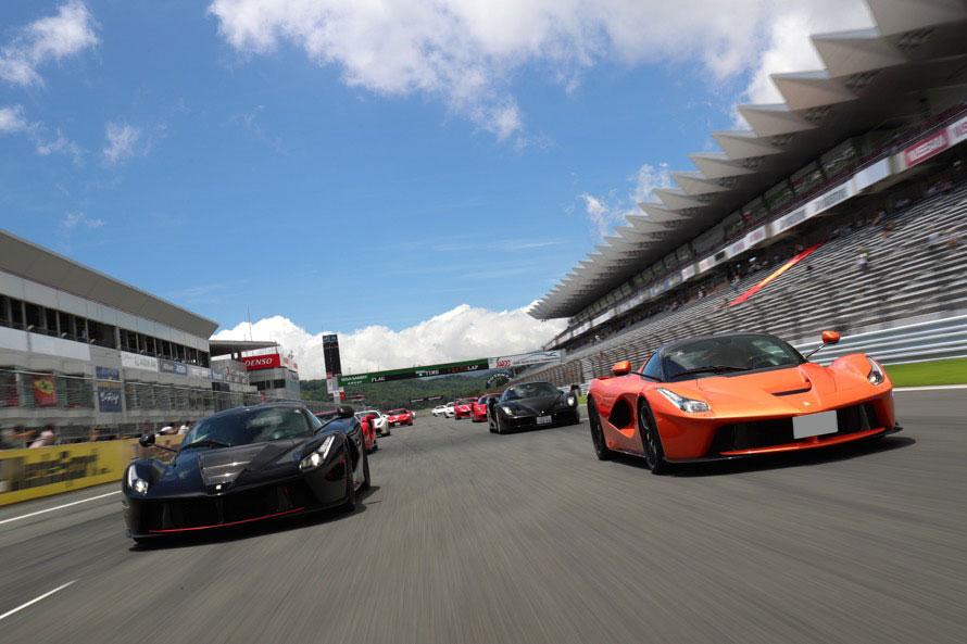 イベント内のスポーツ走行でもかなりのペースで走っていたオーナーが多数見受けられた。(フェラーリ・ジャパン提供)