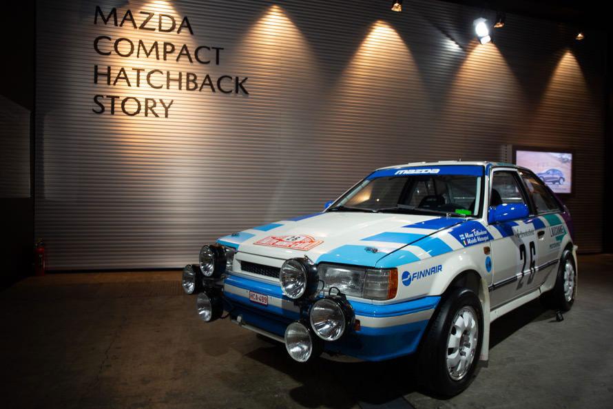1991年の「モンテカルロ・ラリー」を走行した「323 4WDラリーカー」。このイベントのためにフィンランドのラリー博物館から持ってきたという