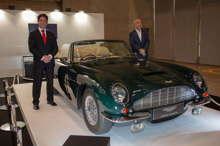 ジュリアン・レン氏(左)は、アストンマーチン・ワークスによる「オーナー所有のヘリテージモデルのケア(メンテナンス・レストア)、ヘリテージカーの販売の拠点を日本にも設ける」とも説明