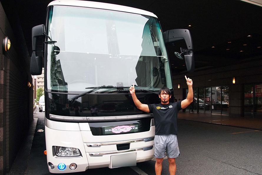 2年で30万キロ走る巡業バスってどうなってる? プロレス団体ドラゴンゲートのバス車内を初公開!