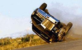 危険すぎるカースタント! 知られざるタカハシレーシングの仕事に迫る