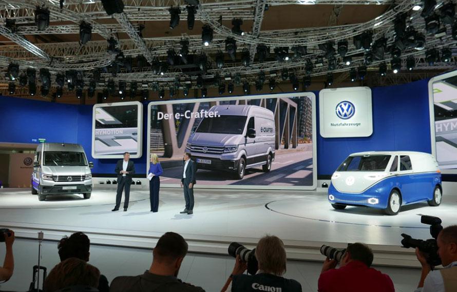 フォルクスワーゲンは初の量産EVバンe-クラフターの水素版であるハイモーションとBUZZ CARGOコンセプトカーを発表