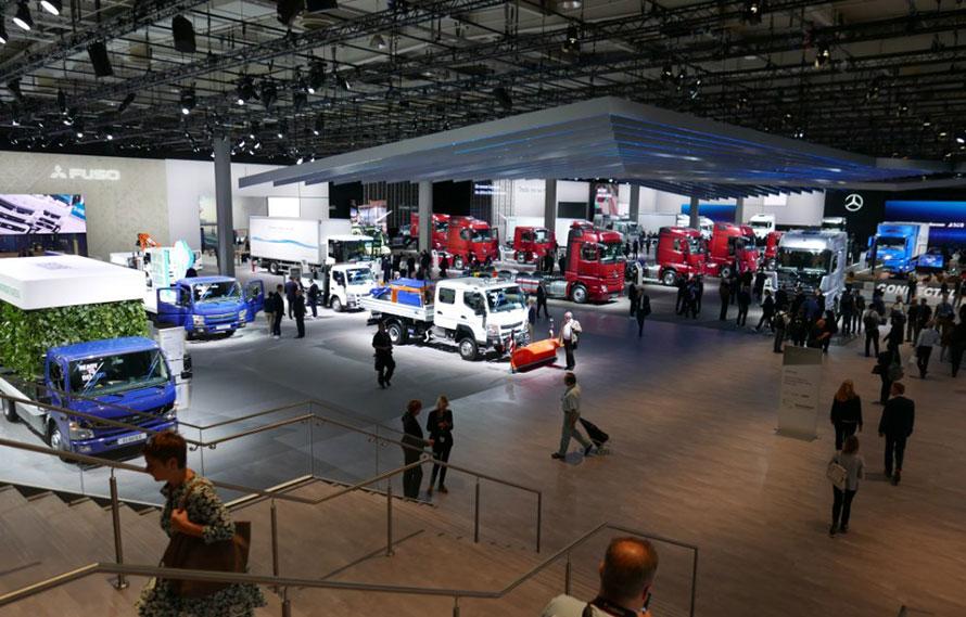 EVトラックなどを持ち込み、ダイムラーグループの中でも存在感が高い三菱ふそうトラック・バスの展示