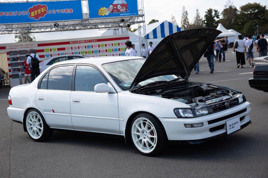 99台限定で東京地区のみで販売されていた「幻の」TRDのコンプリートカー「TRD2000」も。180馬力を発揮する3S-GEを搭載したスポーツセダン