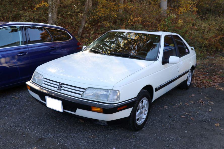 珍しいプジョー405の北米仕様車。展示していたプジョーの専門店原工房によれば、おそらく日本に一台だろうとのこと。