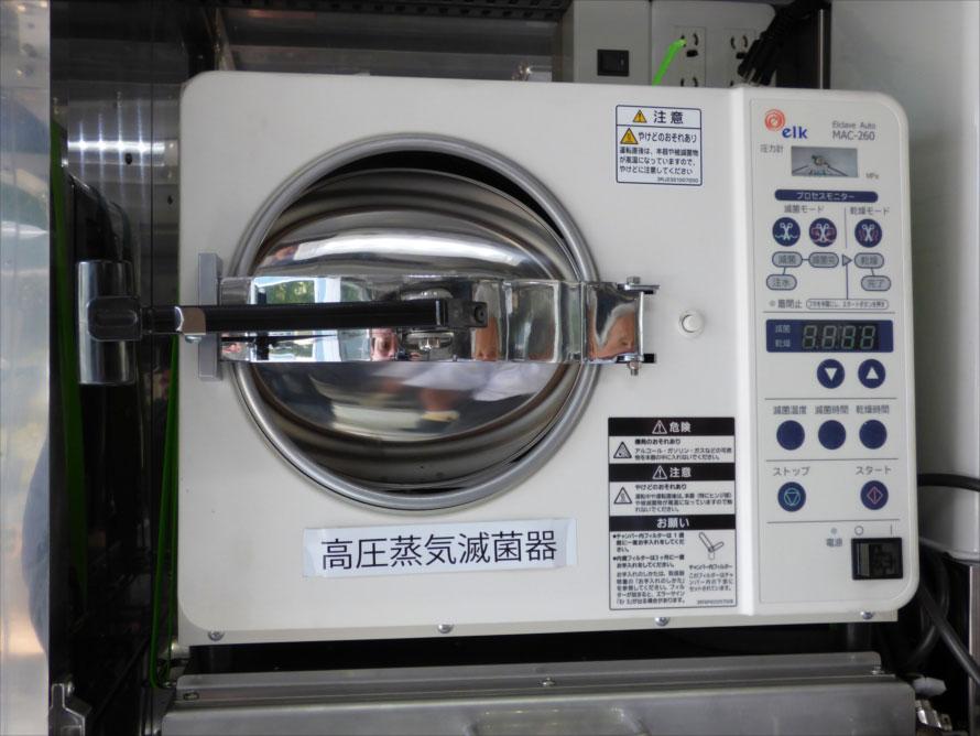 ジビエカーに搭載された医療用の高圧蒸気滅菌器